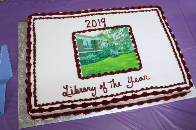Cake with image of library on icing with text 2019 Library of the Year
